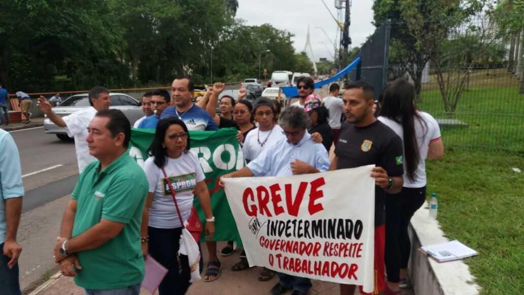 Professores da rede estadual de ensino realizam manifestação em frente a sede do governo - Imagem: Divulgação