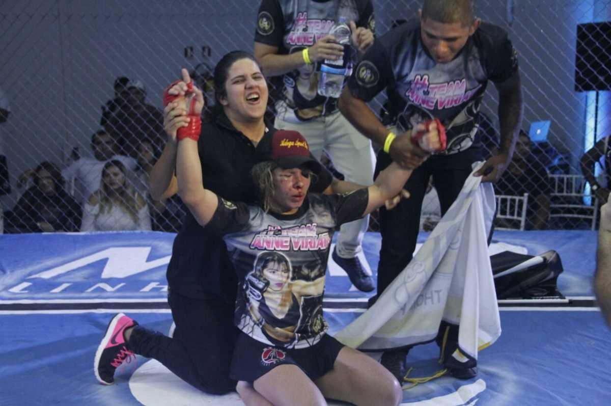 Anne comemora estreia com vitória no MMA. Foto: Winnetou Almeida.