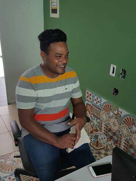 Líder comunitário, João Reis é o melhor amigo de Gleici Foto: Jardy Lopes