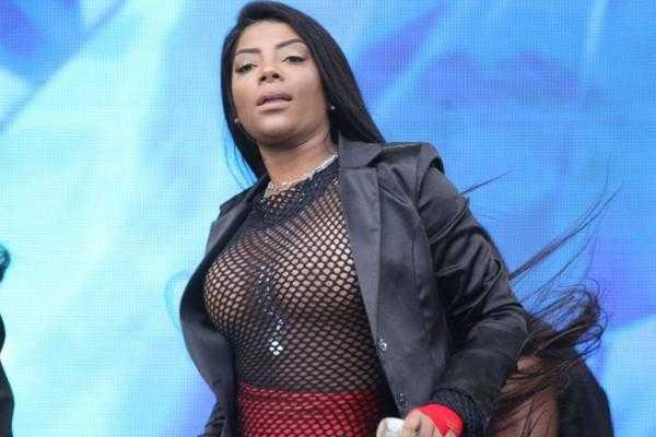 FunkeirFunkeira Ludmilla provoca a mãe e leva um tapa pelo desaforo