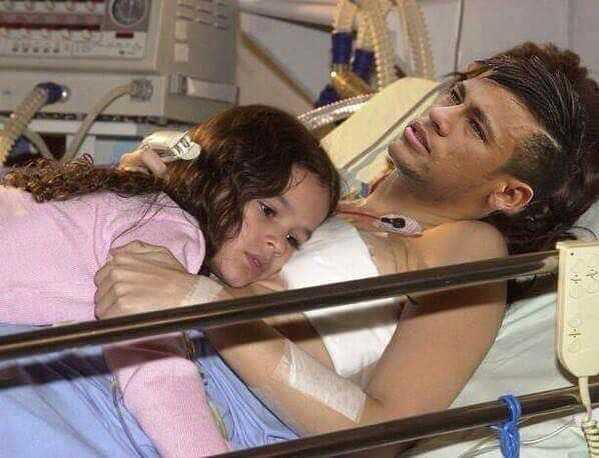 Imagens exclusivas de Neymar no hospital após cirurgia no dedinho do pé.