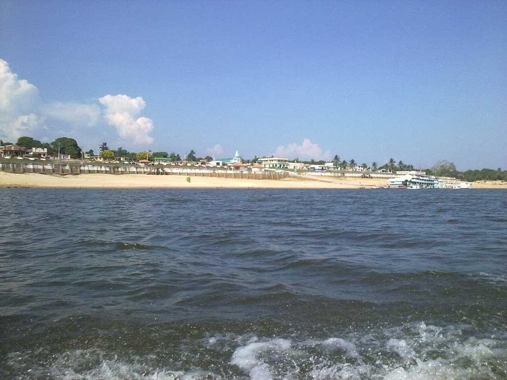 A Praia em frente a cidade é o principal cartão postal de quem visita São Sebastião do Uatumã. / Foto : Divulgação