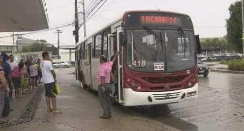 Dois ônibus da linha 418 foram assaltados sucessivamente pelos mesmos assaltantes - Imagem: Divulgação