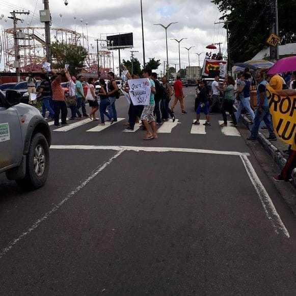 Professores da rede estadual realizam nova manifestação em frente ALE-AM, em Manaus - Imagem: Divulgação