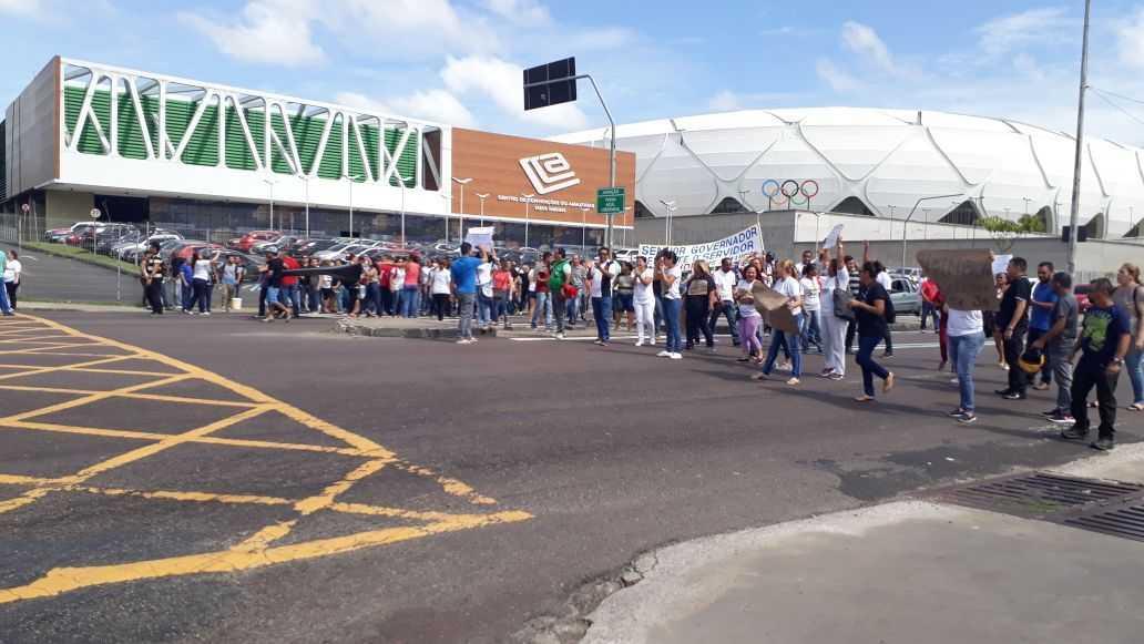 Manifestação de agentes da saúde, bloqueia Av. Constantino Nery em Manaus / Foto : Via Whatsapp