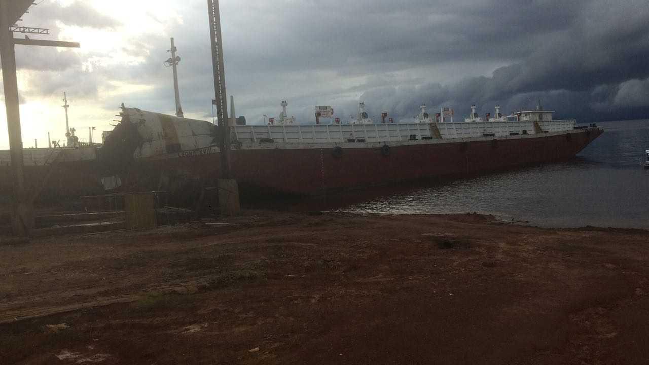 Balsa explode, mata uma pessoa e deixa outra ferida próximo à Ponte do Rio Negro - Imagem: Divulgação