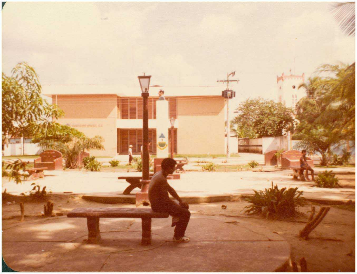 [Praça] : Banco do Brasil S.A. : Tefé, AM - [19--] / Foto : IBGE