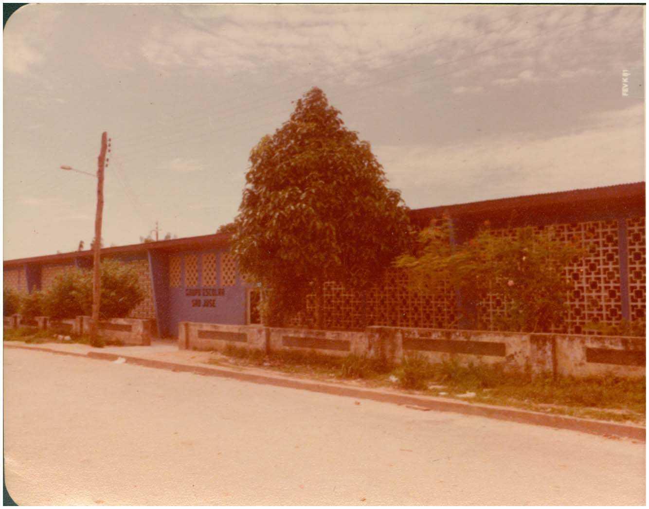 Grupo Escolar São José : Tefé, AM - 1981 / Foto : IBGE