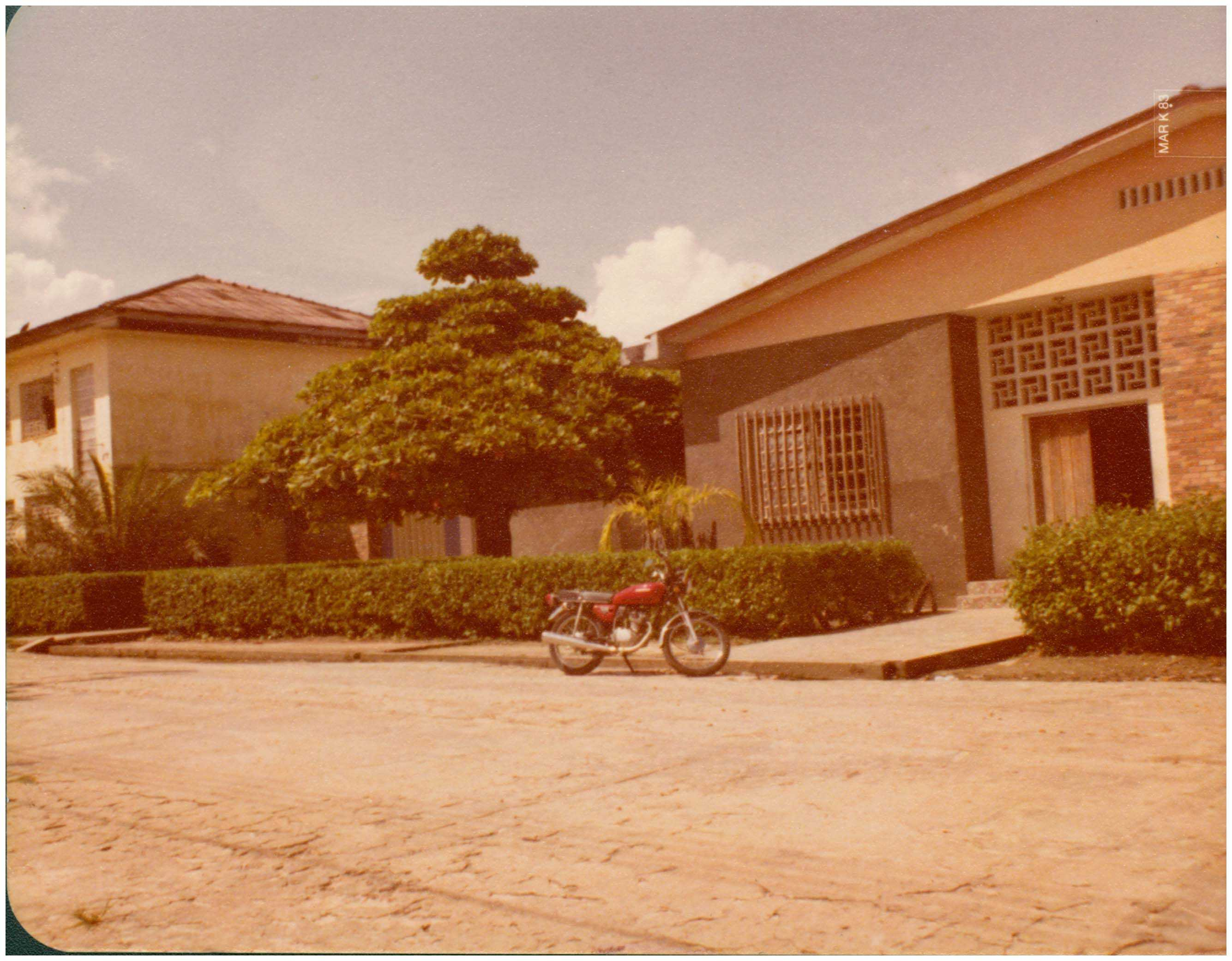 nstituto das Franciscanas Missionárias de Maria no Brasil : Tefé, AM - 1983 / Foto : IBGE
