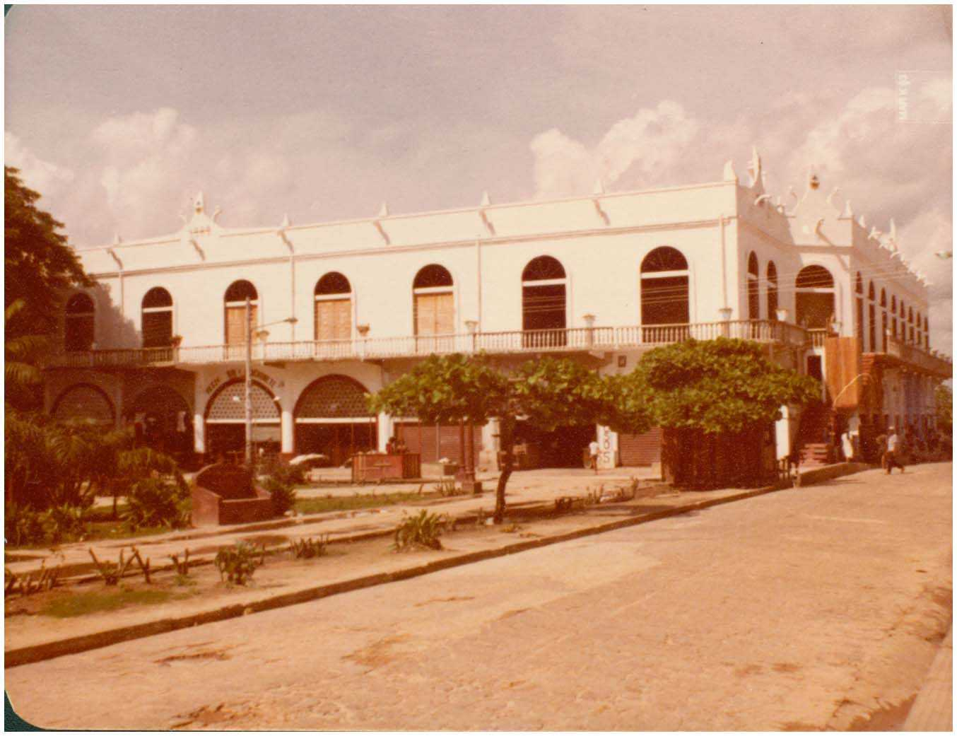 Mercado Municipal : Tefé, AM - 1983 / Foto : IBGE