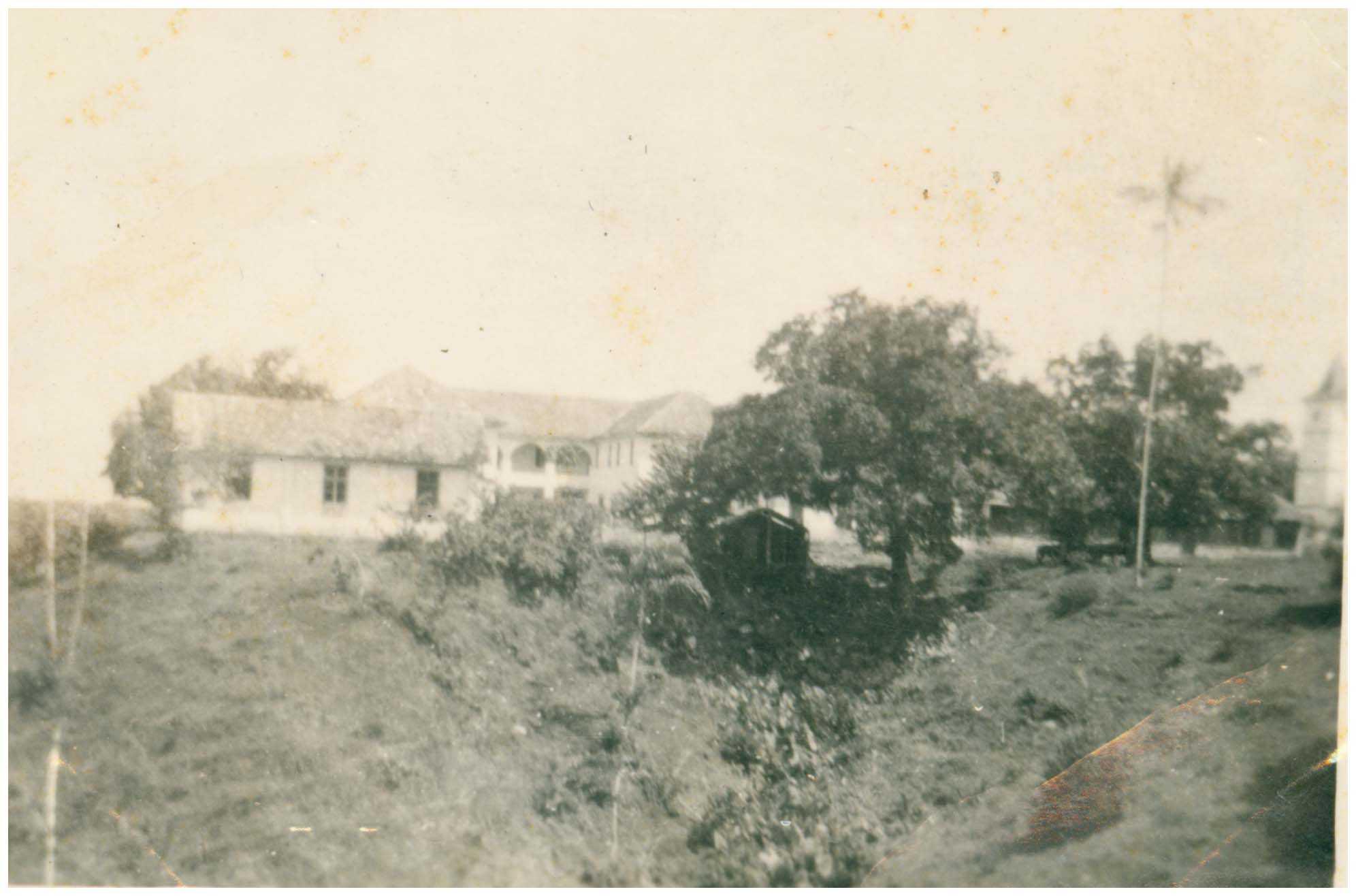Escola de Aprendizagem Técnica e Agrícola de Missões : Tefé, AM - 1959 / Foto : IBGE