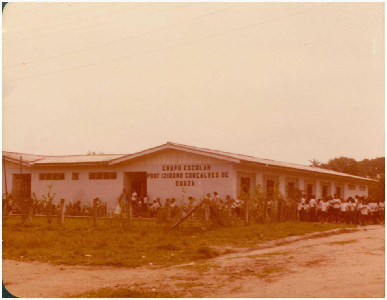 Grupo Escolar Professor Isidoro Gonçalves de Souza : Tefé, AM - [198-?] / Foto : IBGE