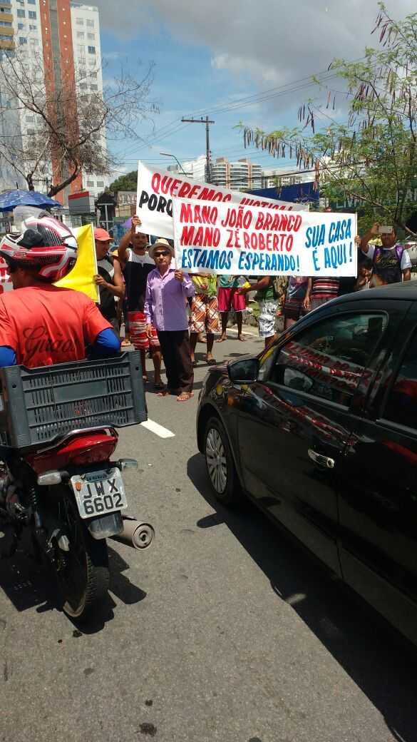 Manifestantes do protesto que pedia retorno de lideres da FDN