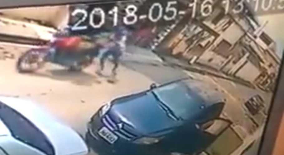 Moto de bandidos falha após assalto no São Jorge - Imagem: Reprodução