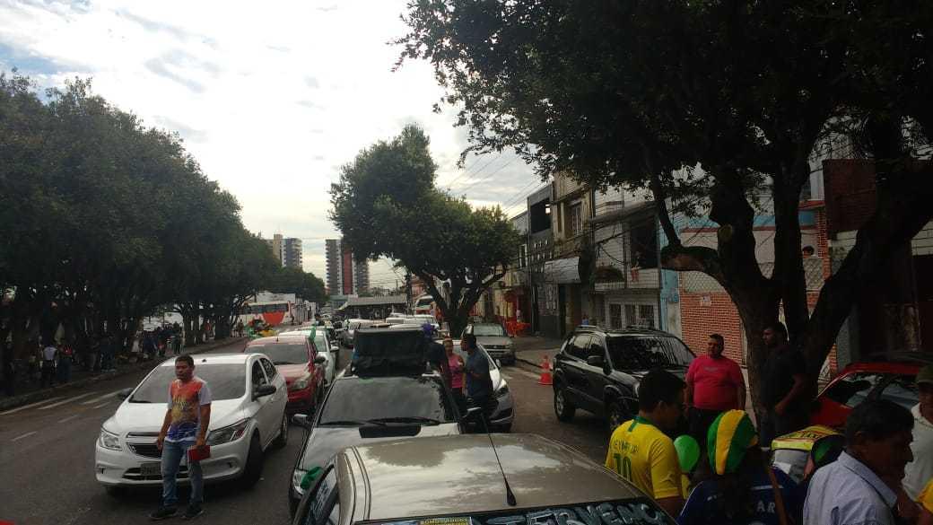 Motoristas fecham faixas da Constantino Nery, depois saem em carreata em apoio aos caminhoneiros, em Manaus - Imagem: Divulgação