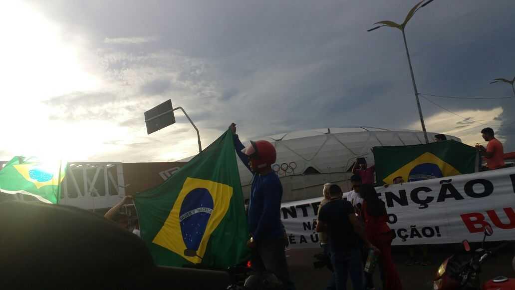 Protestos contra preço dos combustiveis, em frente à Arena da Amazônia - Imagem: Via Whatsapp