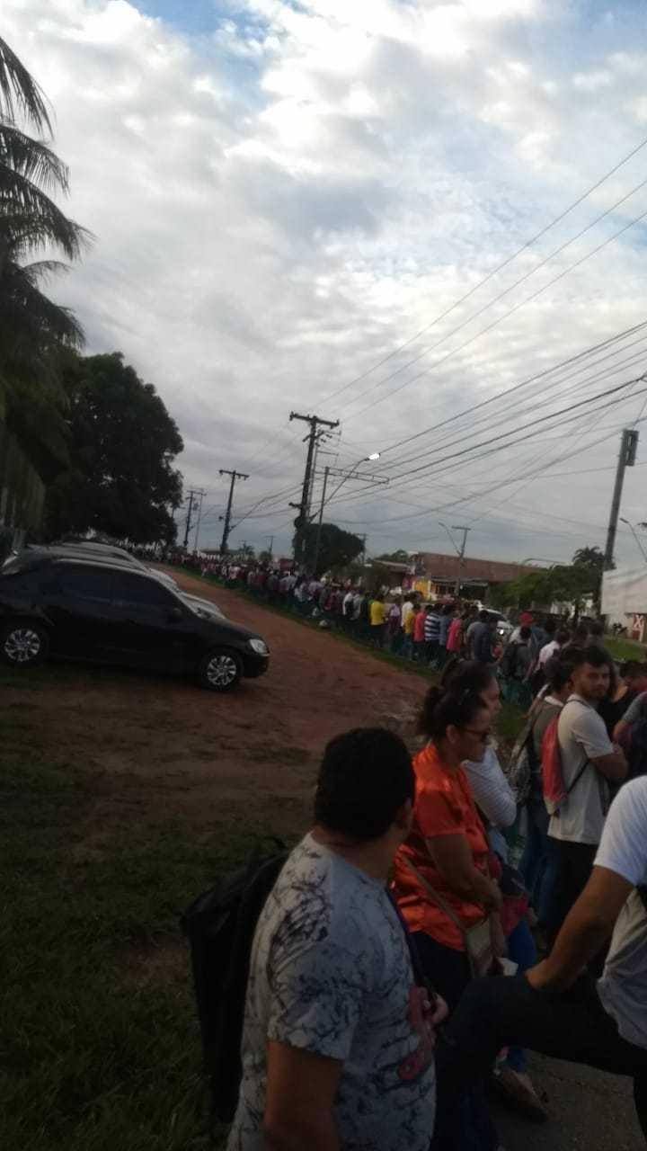 Após anúncio de contratação, multidão lota frentes das empresas de transporte em Manaus - Imagem: Via Whatsapp