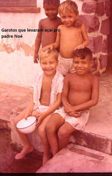 Garotos que levaram açai pro padre Noé / Foto : Divulgação