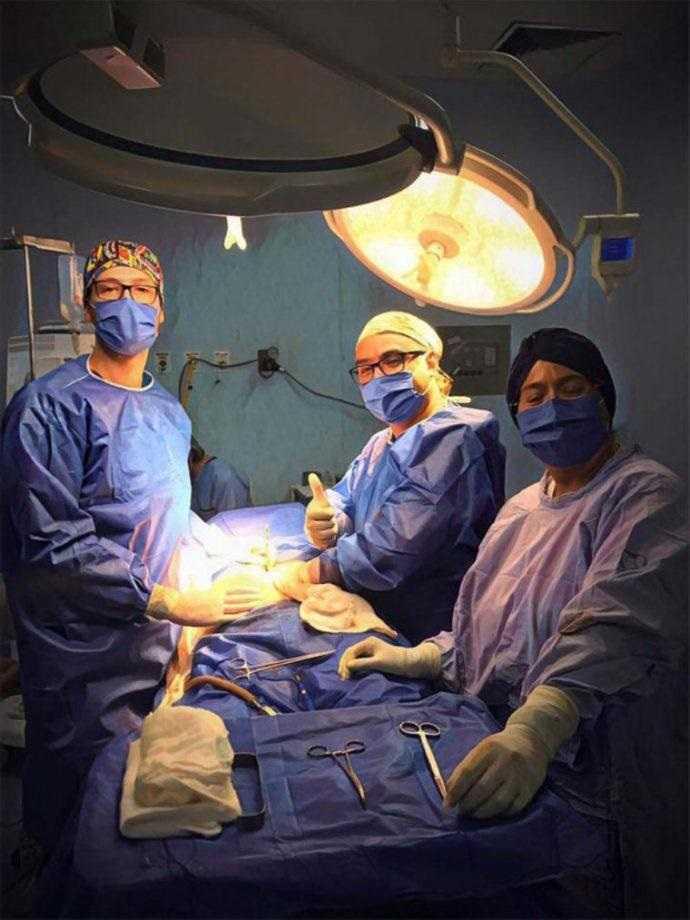 A equipe médica responsável pela cirurgia / foto : Divulgação
