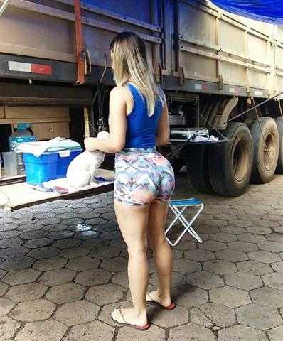 Em meio a greve, caminhoneira faz sucesso, se torna a musa do movimento veja fotos / Divulgação