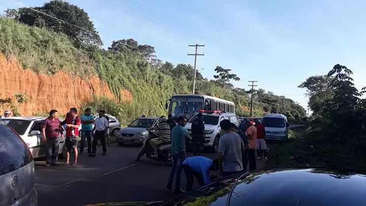 Manifestação pede melhorias na rodovia AM-010, após acidente que matou 3 da mesma família - Imagem: Via Whatsapp