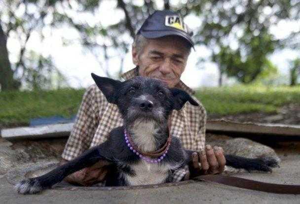 """Casal vive há 22 anos dentro de um esgoto; a """"casa"""" por dentro vai te surpreender / Foto : Divulgação"""