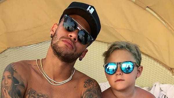 Atualmente, Davi, que é fruto do relacionamento do jogador com Carol Dantas, mora com a mãe em São Paulo. | Reprodução/Instagram
