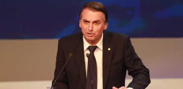 9.ago.2018 - Bolsonaro durante o debate entre presidenciáveis na Band