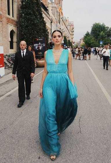 Bruna Marquezine está arrasando em Veneza