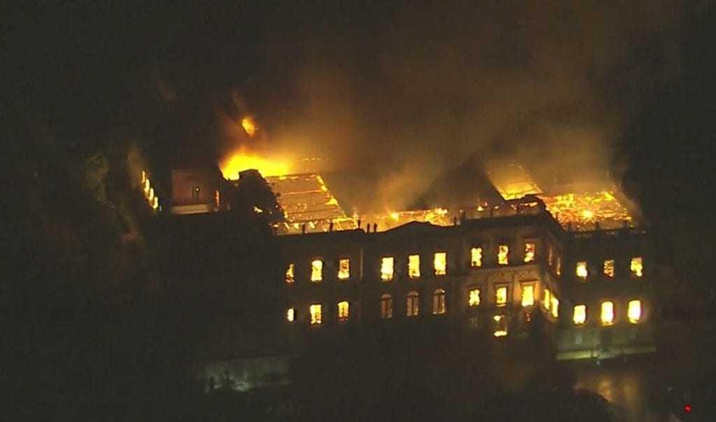 Museu Nacional, na Quinta da Boa Vista, está em chamas.