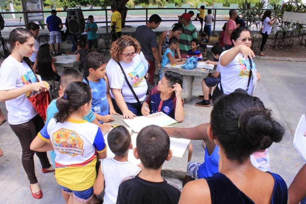 Crianças desenham a Manaus que sonham / Foto : Divulgação