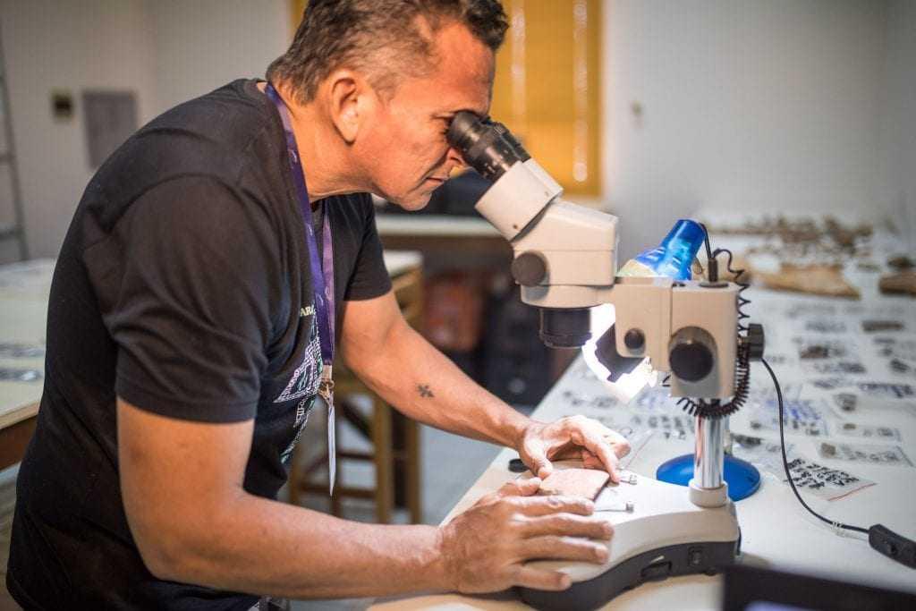 Além da manufatura, Márcio traçou um panorama espacial e histórico das relações sociais envolvendo os muiraquitãs - Imagem: Everson Tavares