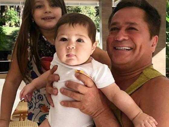 Leonardo com as netas Maria Sophia e Maria Vitória (Foto: Reprodução/Instagram)