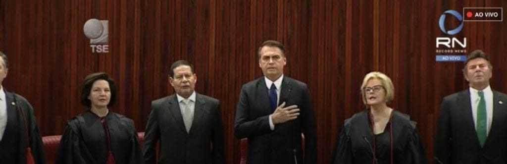 Emocionado, Bolsonaro é diplomado presidente pela Justiça Eleitoral