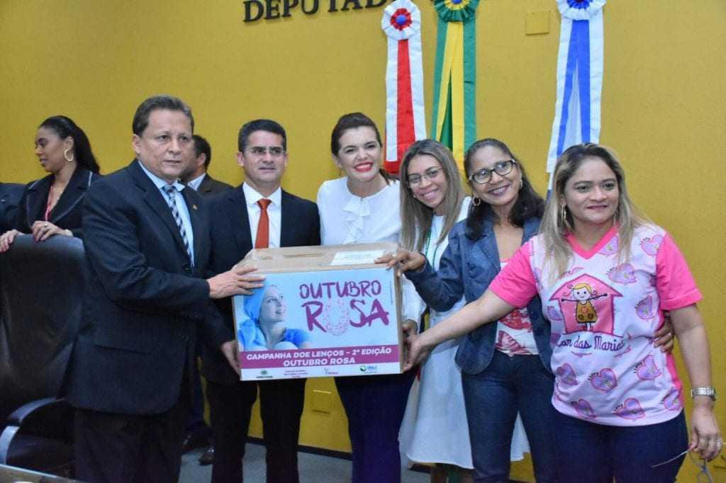 Assembleia Cidadã doa lenços a mulheres em tratamento contra o câncer / foto : Dheyzo Lemos