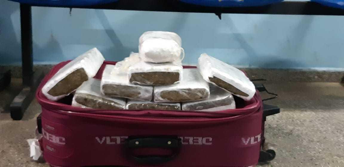 8kg de entorpecentes tipo maconha e 1kg de pasta base de cocaína apreendidos em Tefé. / Foto: Divulgação