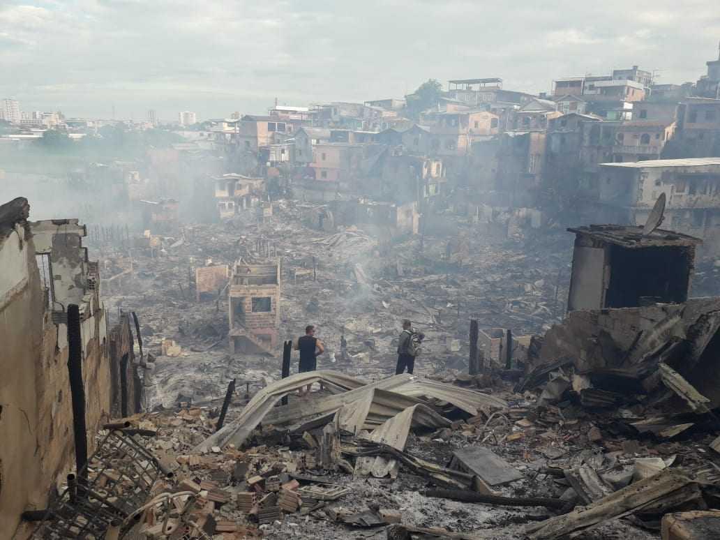 A manhã após o incêndio que destruiu 600 casas, em Manaus. / Foto: Divulgação/Jucélio Paiva