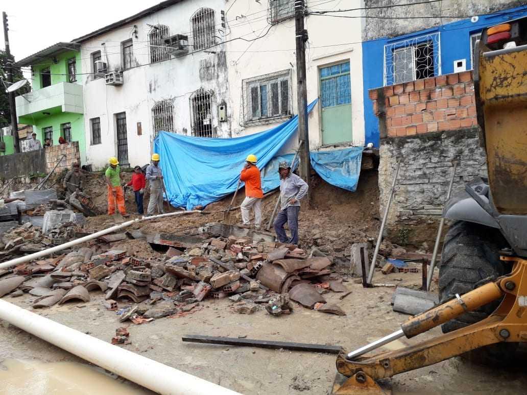 Desabamento de muro no bairro Cachoeirinha. / Foto: Divulgação/Defesa Civil