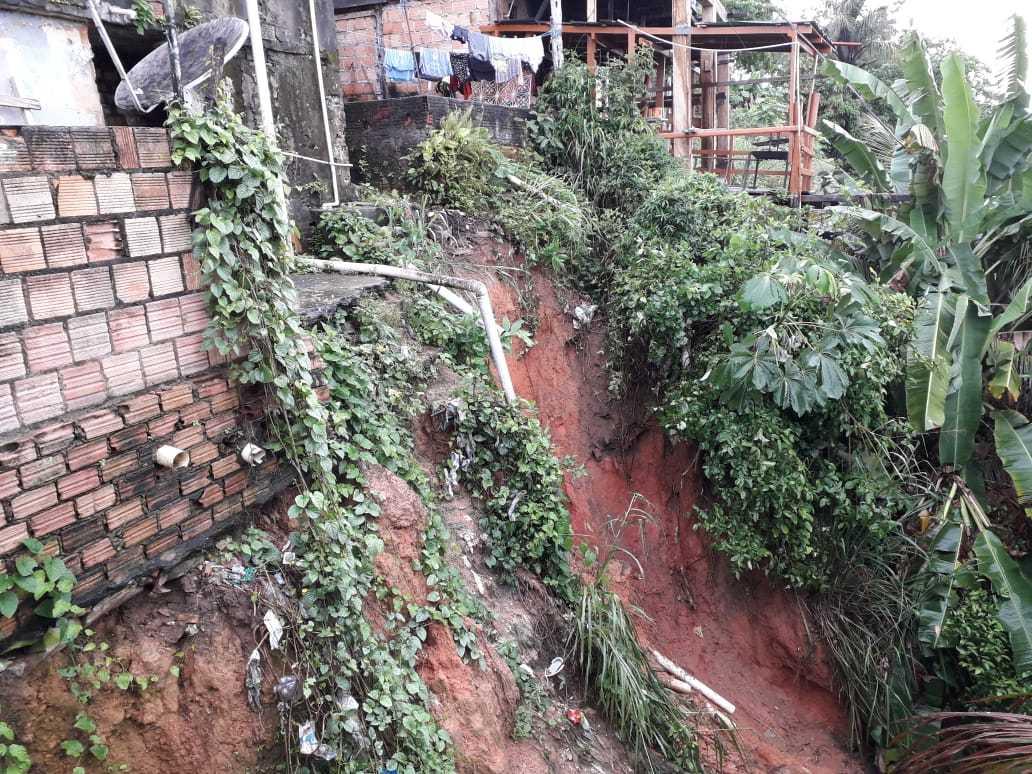 Deslizamento de barranco no bairro Educandos. / Foto: Divulgação/Defesa Civil.