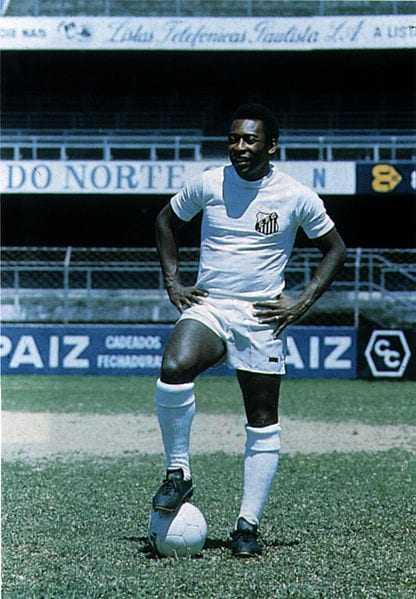 """Fotopor Wikimedia/Domínio Público""""Édson Arantes do Nascimento, o eterno Pelé"""""""