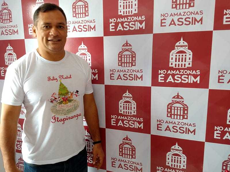 Amigos do Marcelo da Civil promovem a chegada do Papai Noel em Itapiranga