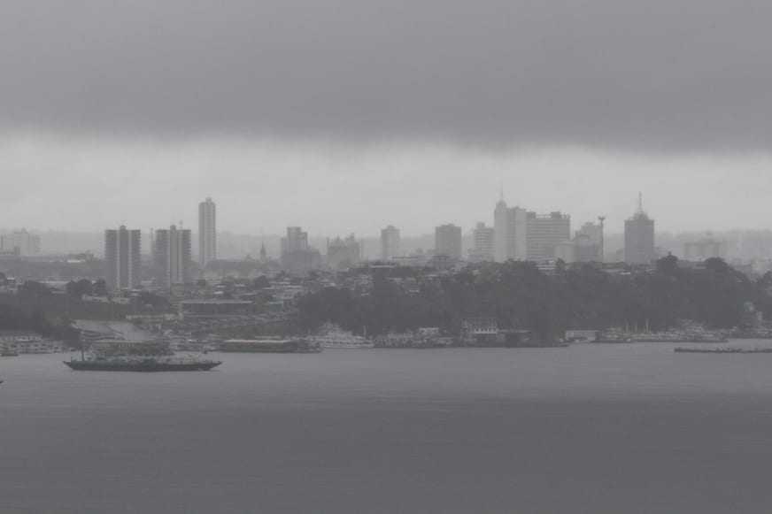Chuva cai em Manaus desde a madrugada desta quinta-feira (10). / Foto: Euzivaldo Queiroz/A Crítica