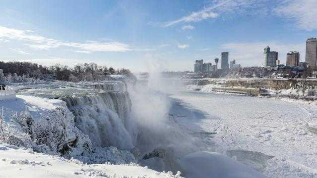 Vídeo: Cascatas do Niagara congeladas. O espetáculo está correndo o mundo!