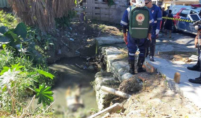 O corpo do sargento Marcos Antônio foi identificado por colegas de farda ainda no local onde foi encontrado. (Foto: Jucélio Paiva/Divulgação)