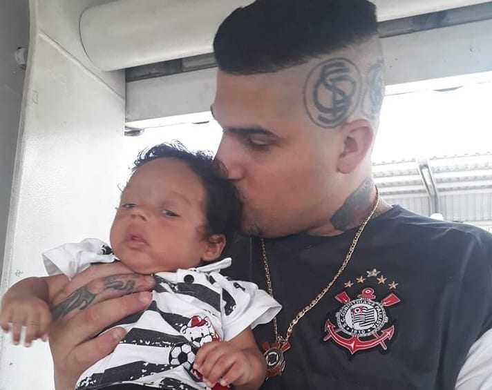 Leandro Soares tem tatuagens do clube até na cabeça. / Foto: Reprodução/Facebook