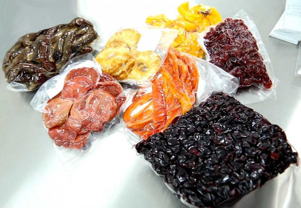 Extratos de frutas amazônicas são adicionados ao cacau para adoçar o chocolate e trazer a essência de cada sabor. / Foto: Barbara Brito/Fapeam