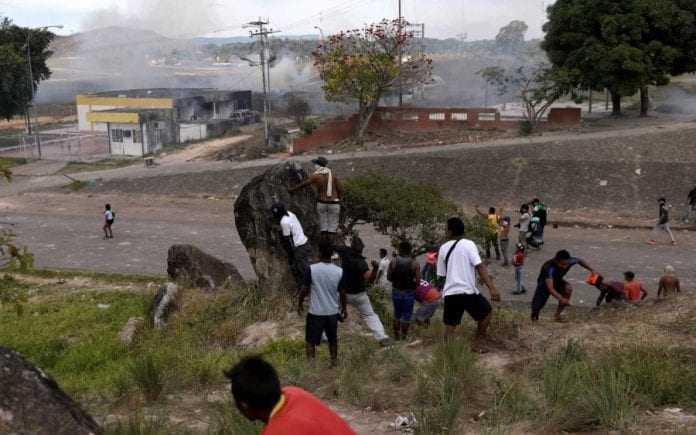 Desde a sexta (22), hospitais do estado recebem vítimas de conflitos em cidades venezuelanas © REUTERS/Ricardo Moraes