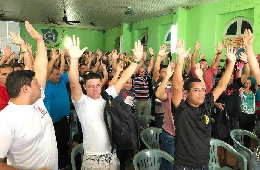 A decisão de greve foi acertada durante assembleia geral extraordinária realizada na Casa do Trabalhador, no Centro de Manaus. / Foto: Amanda Guimarães/A Crítica