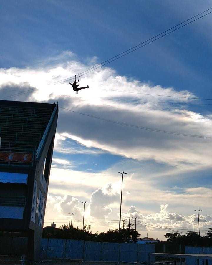 A Tirolesa é a novidade do Galo desse ano! Bora lá se jogar? / Foto: Divulgação/Galo de Manaus