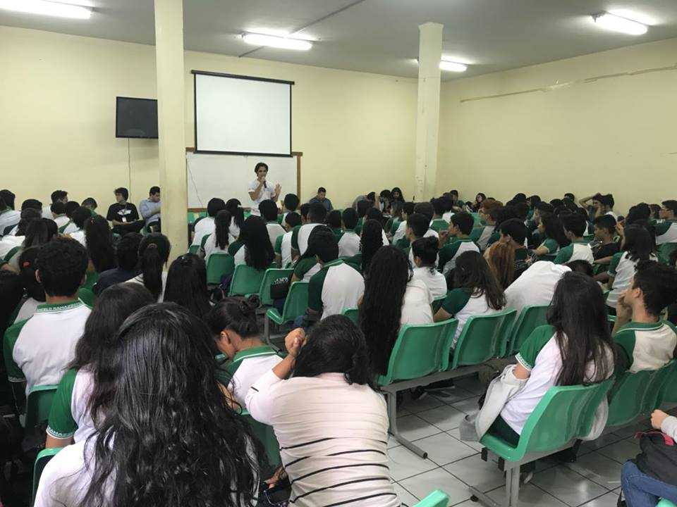Palestras de conscientização também são realizados pela ONG. / Foto: Divulgação/Facebook